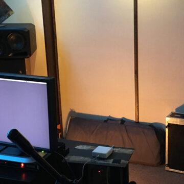 Kreatywne studio utalentowanego Mateusza Górnego z monitorami S3H
